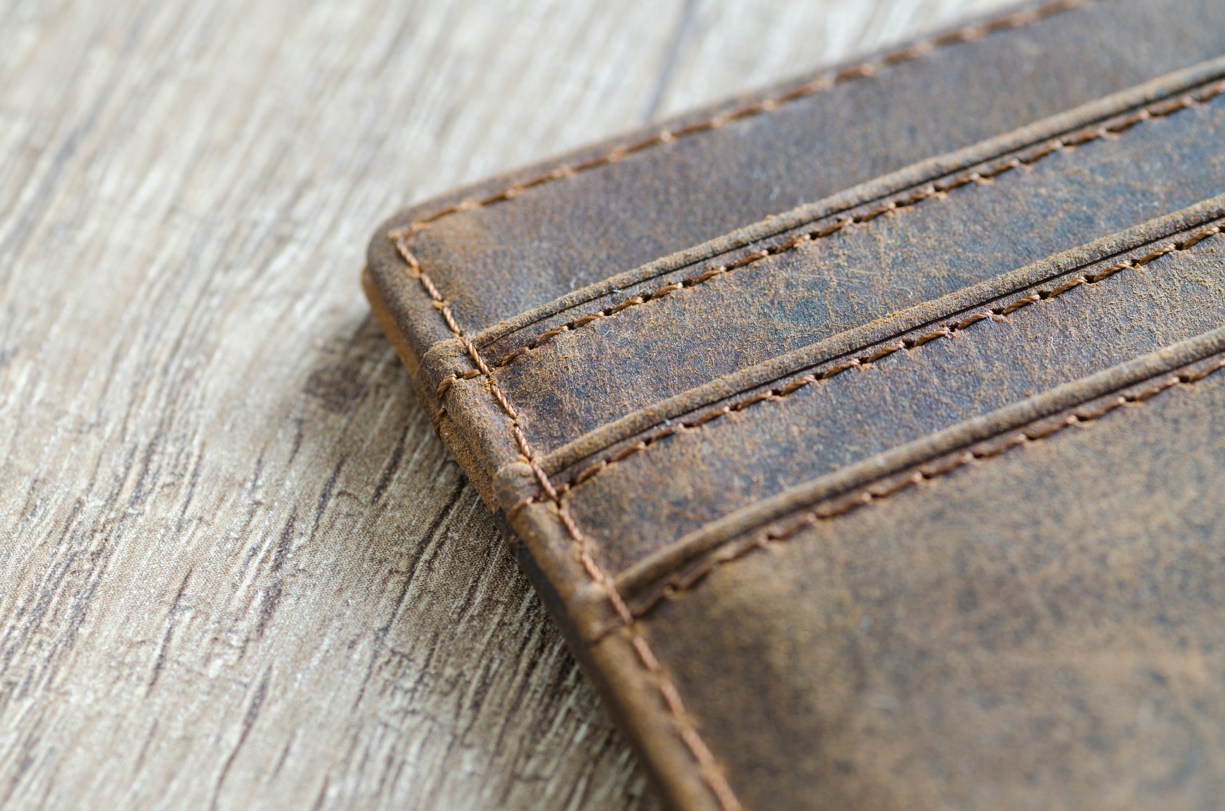 brown-leather-wallet-915917